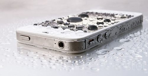 iphone-with-water