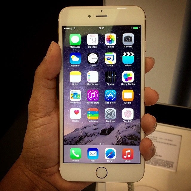 iphone6-plus-on-hand