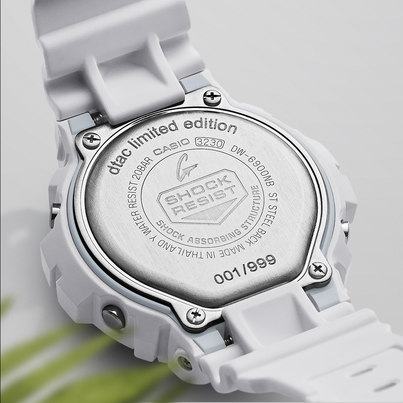 Low-Res_G-SHOCK_Pack Shot2