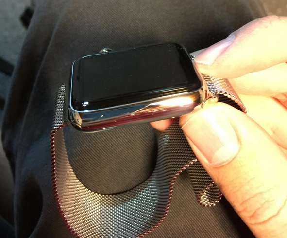 Scratches-appear-on-new-Apple-Watch-units.jpg