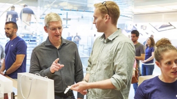 tim-cook-apple-watch-apple-store