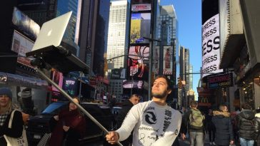 Macbook Selfie Stick (1)
