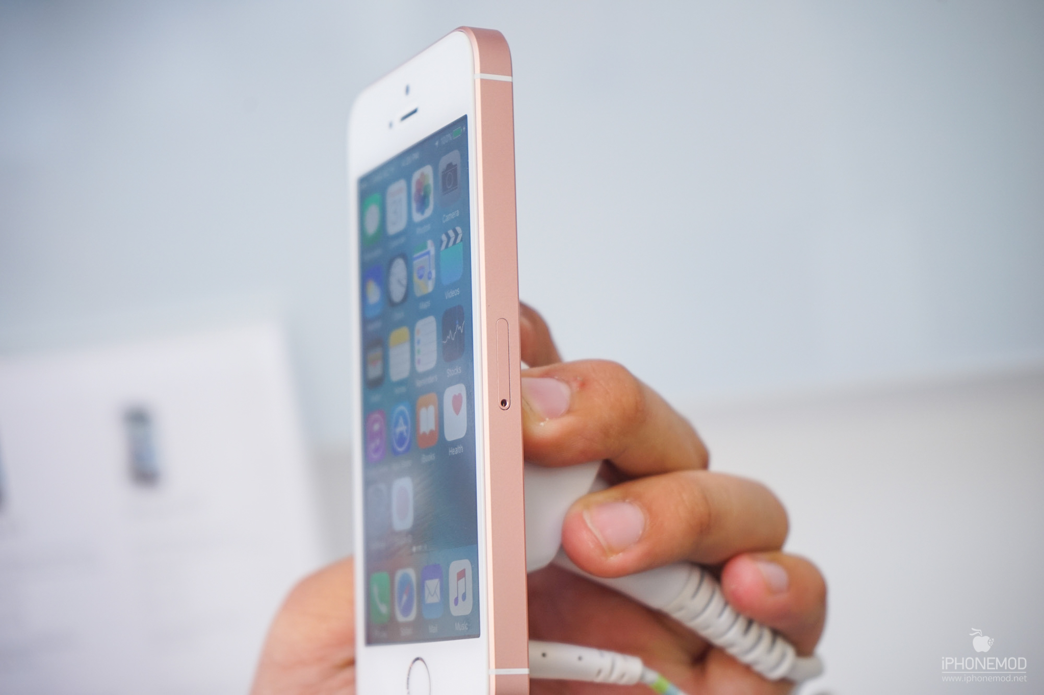 iphone-se-rose-gold-7