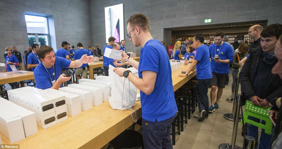 AppleStore-Reuters
