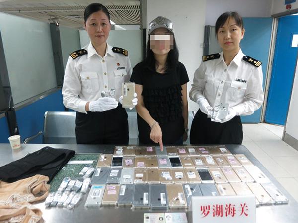 Iphone Woman Smuggle China 1 3