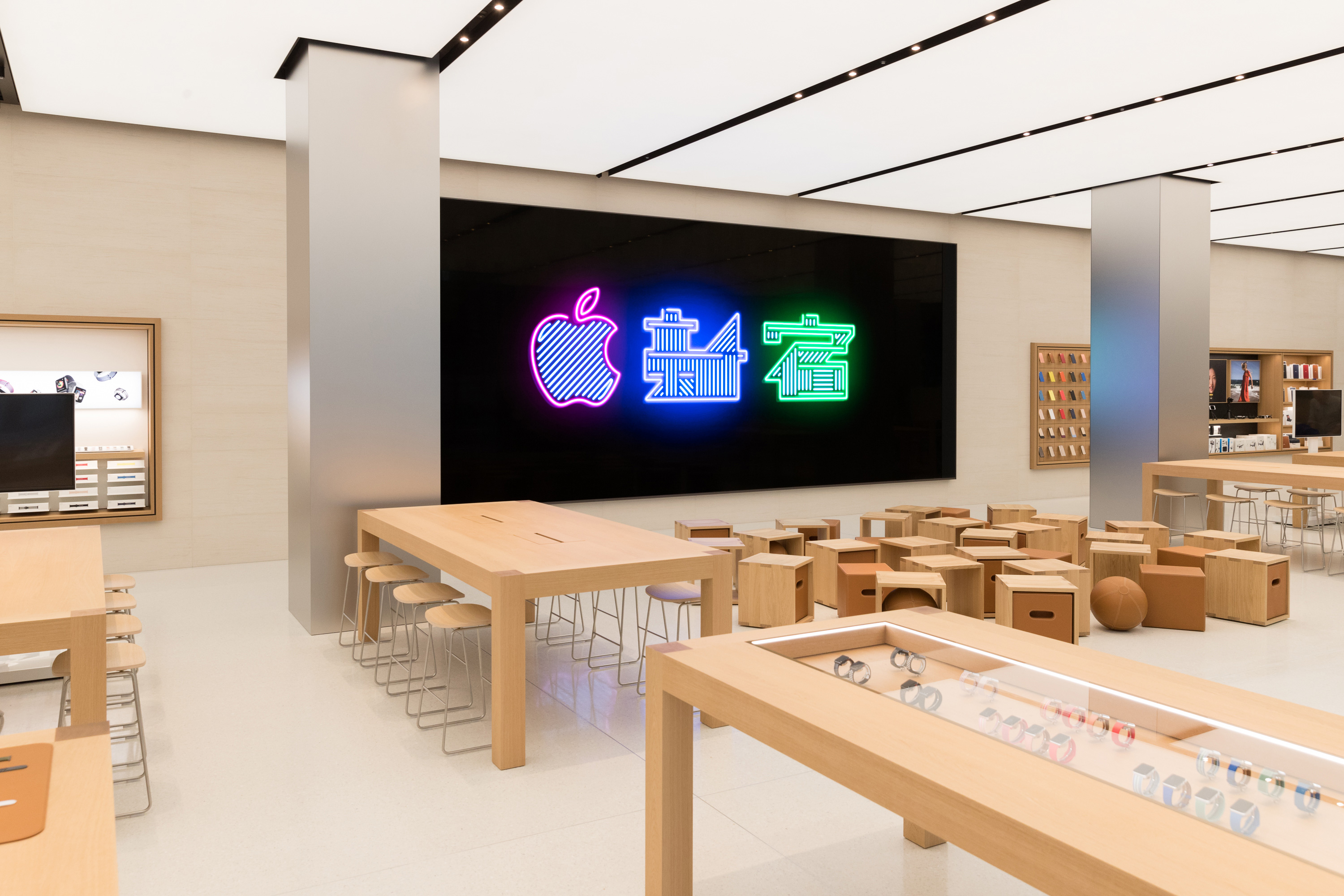 Apple Store Interior Toyko Shinjuku 04042018