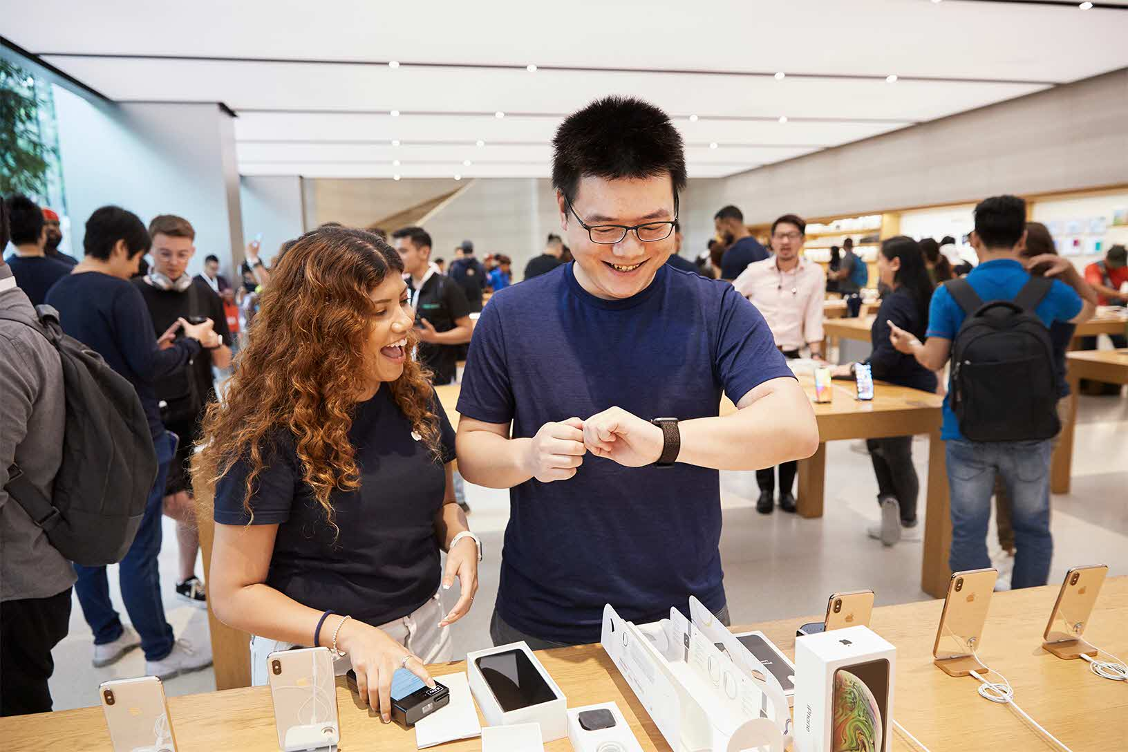 Apple Watch Series 4 มียอดจองสูงจนต้องเพิ่มสายการผลิต