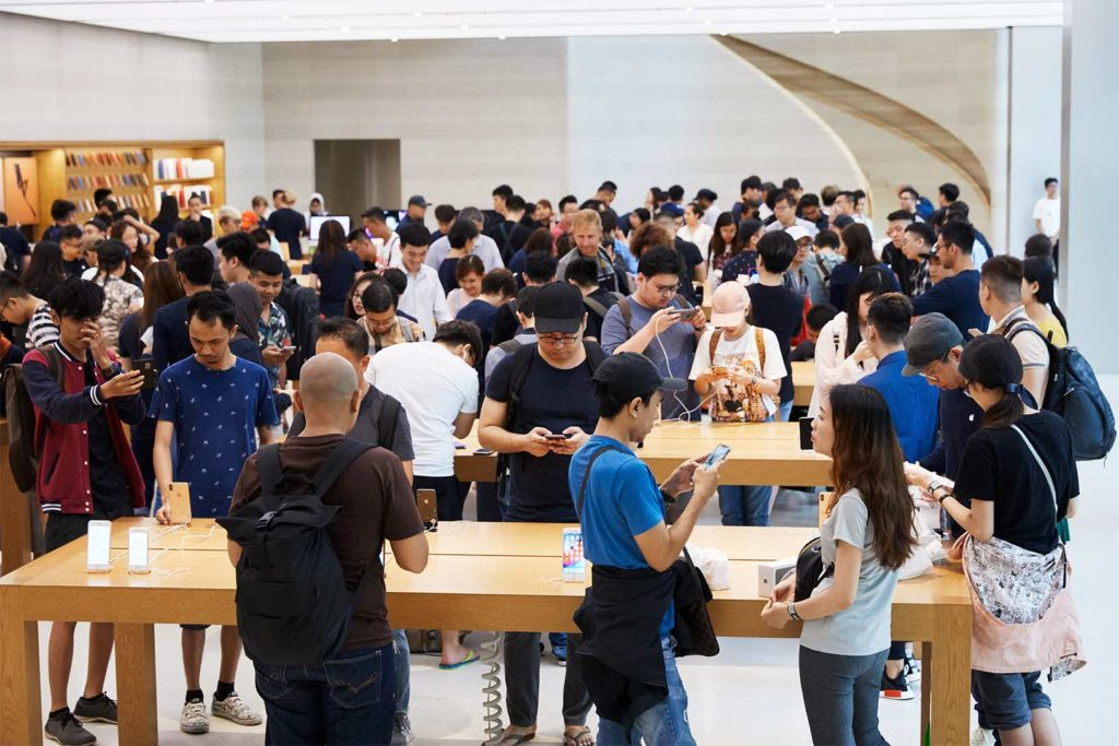 Iphone Xs Apple Watch Series 4 Availability Orchardrd Singapore Crowd 09202018
