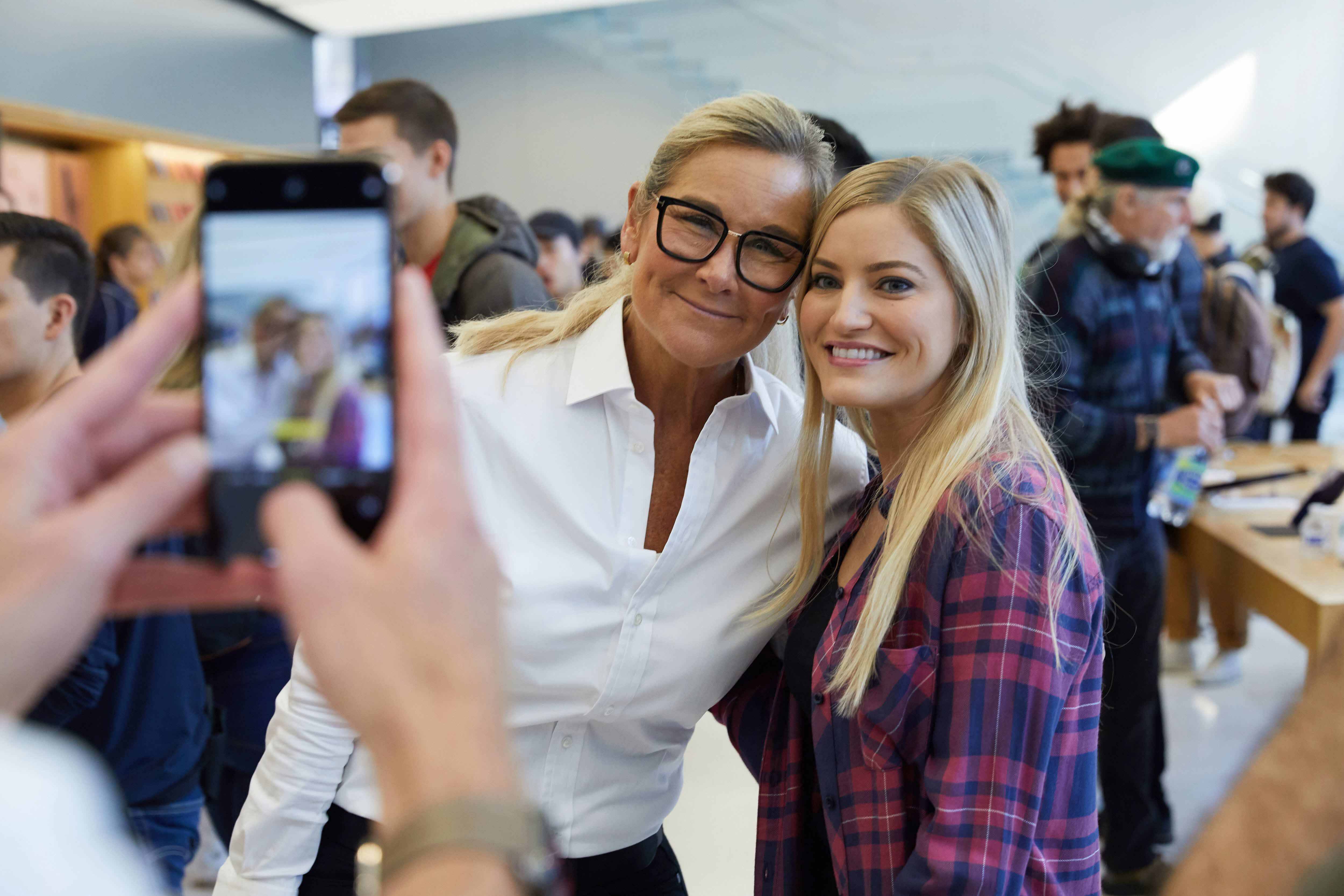 Iphone Xs Apple Watch Series 4 Sf Angela Ahrendts 09202018