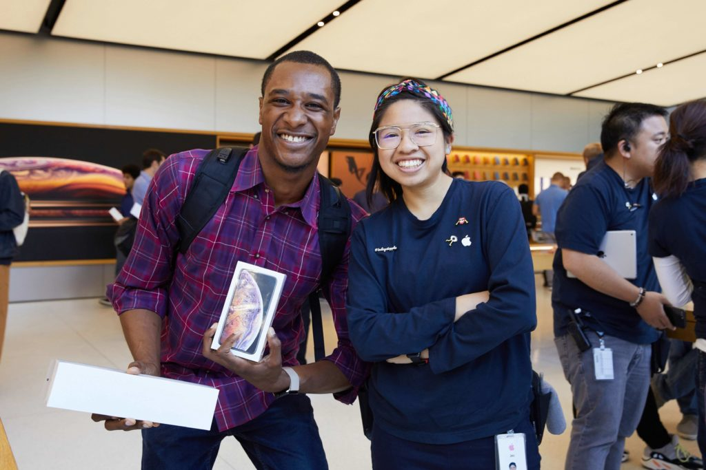 Iphone Xs Apple Watch Series 4 Sf Customer With Apple Team Member 09202018
