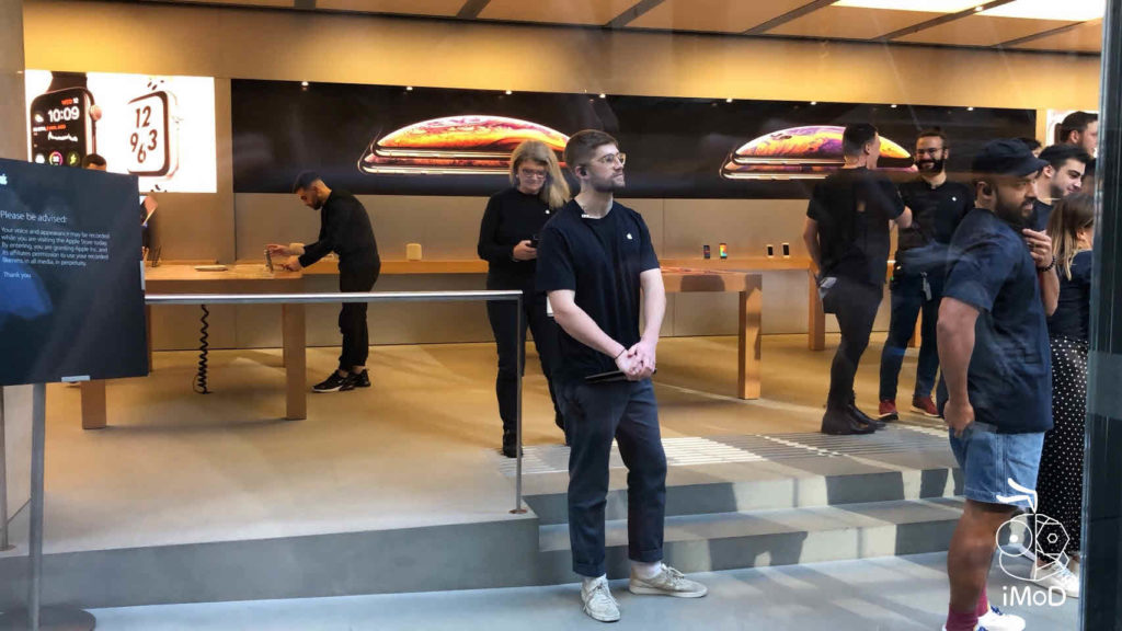Iphone Xs Iphone Xs Max Apple Watch Series 4 First Launch Day 011