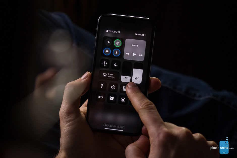 Phonearena Iphone Xi Ios 13 Darkmode Render Img 1 7