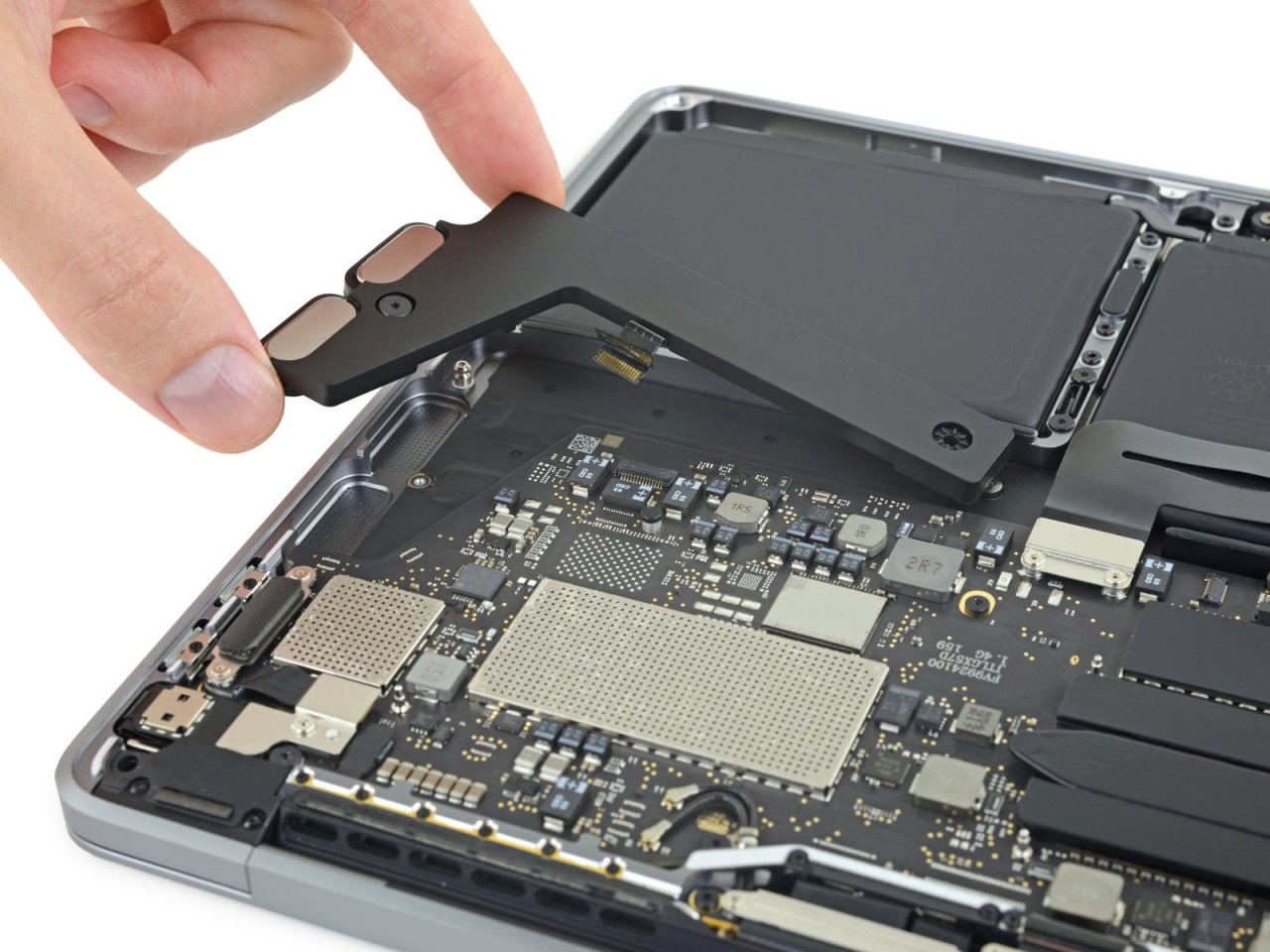 Ifixit Teardown Macbook Pro 13 Inch 2019 Img 2