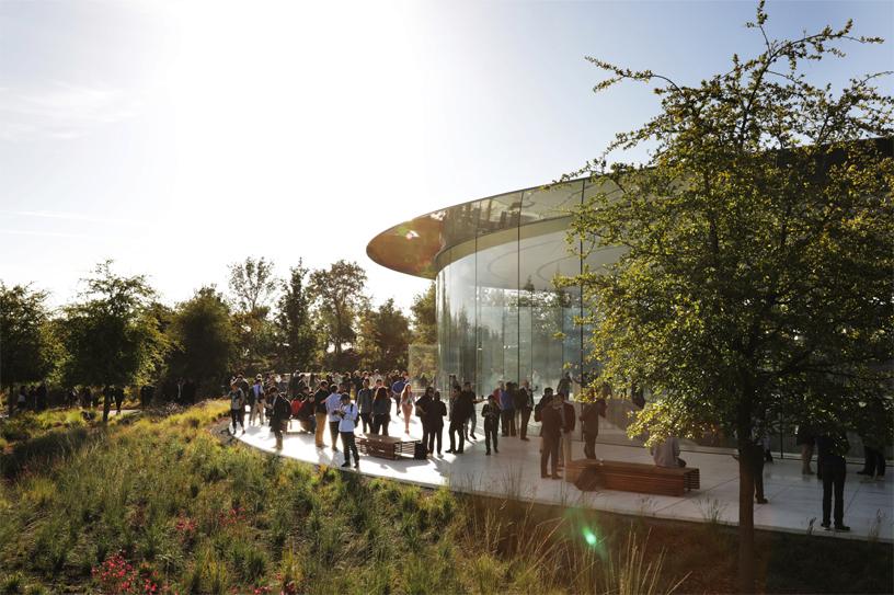 Apple Keynote Guest Arrive Steve Jobs Theater Apple Park 09122018 Big.jpg.large
