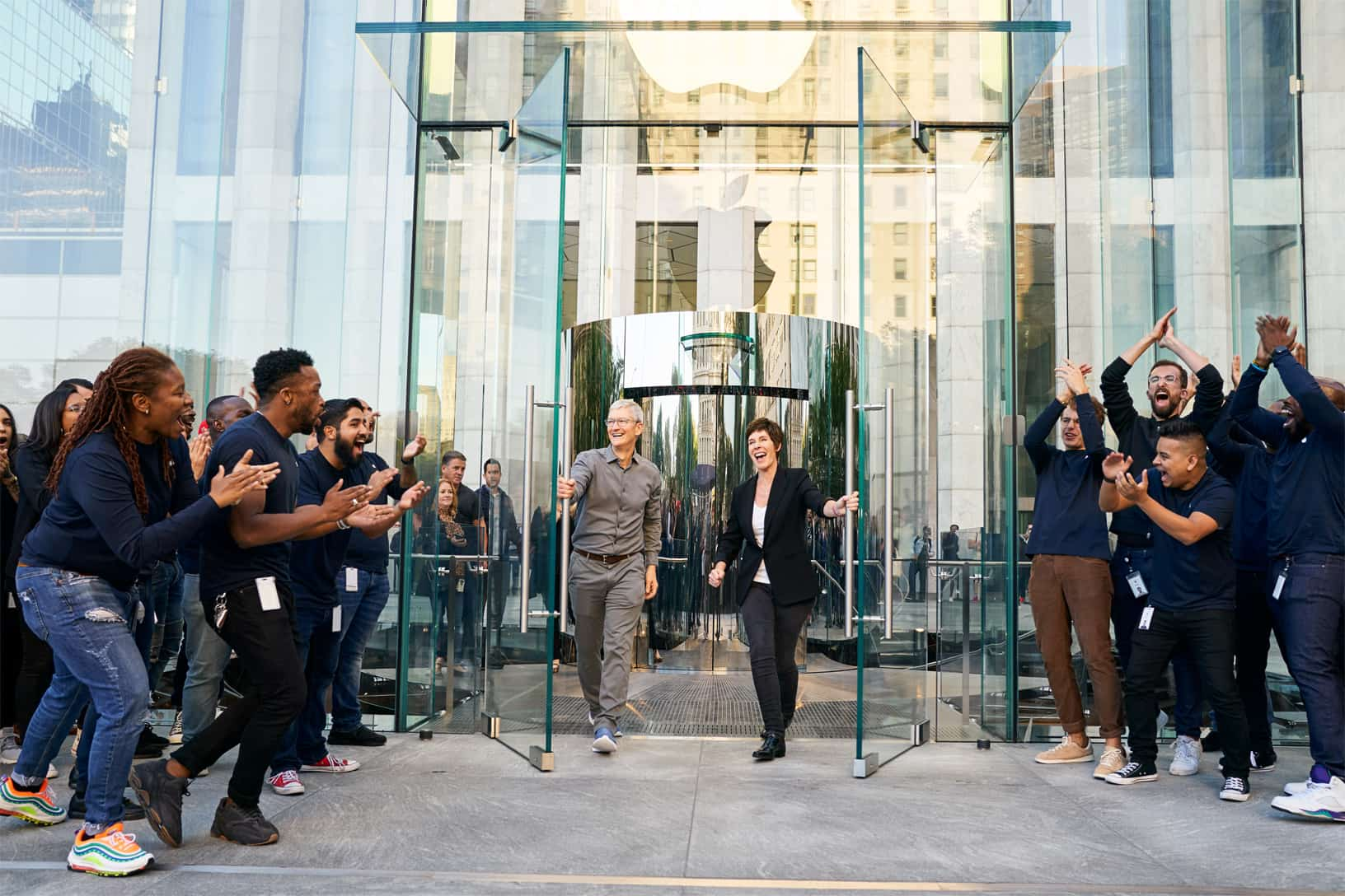 Apple Iphone 11 Pro Apple Watch 5 Availability Ny Tim Cook And Deirdre O Brien 092019