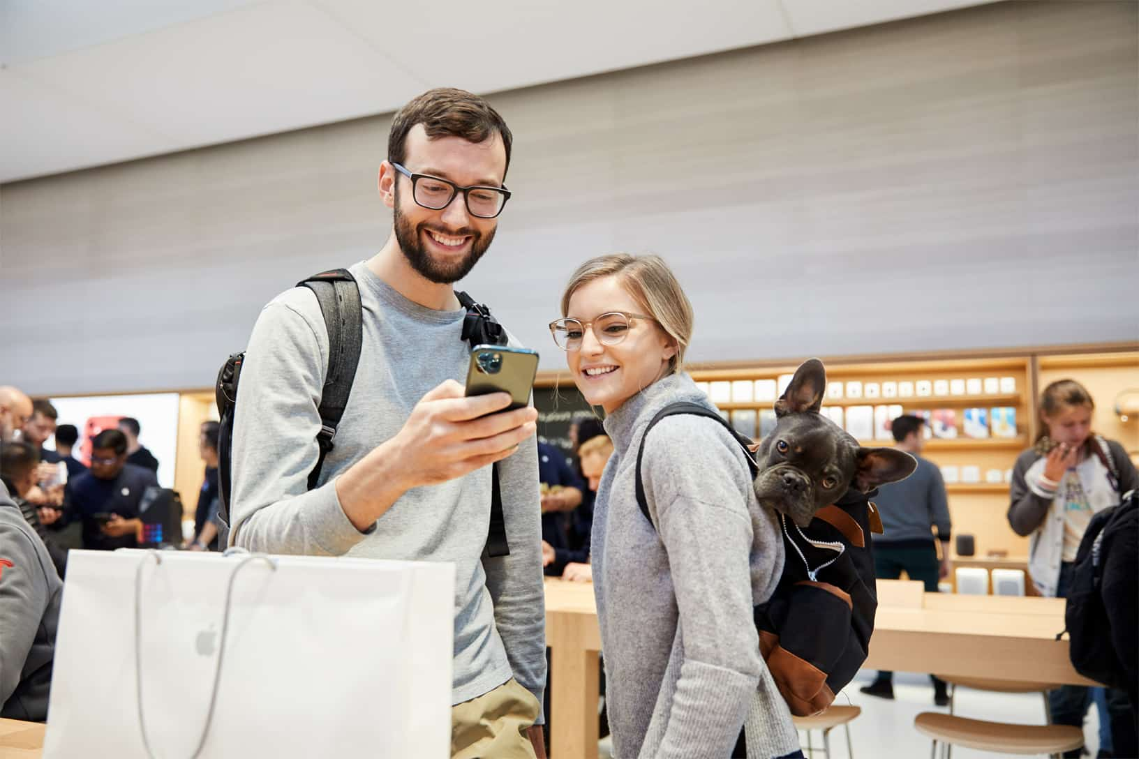 Apple Iphone 11 Pro Apple Watch 5 Availability Ny Guests With Midnight Green Iphone 11 Pro 092019