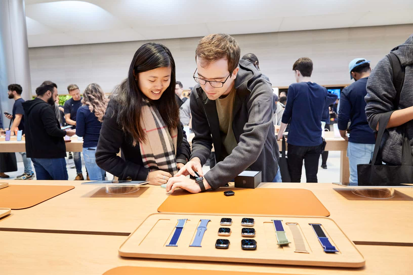 Apple Iphone 11 Pro Apple Watch 5 Availability Ny Guests With New Apple Watch Series 5 092019