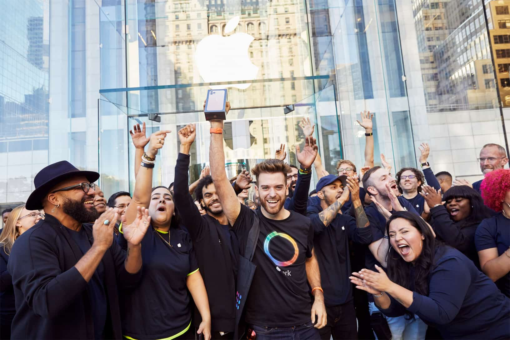 Apple Iphone 11 Pro Apple Watch 5 Availability Ny Team Members Welcomes First Guests 092019