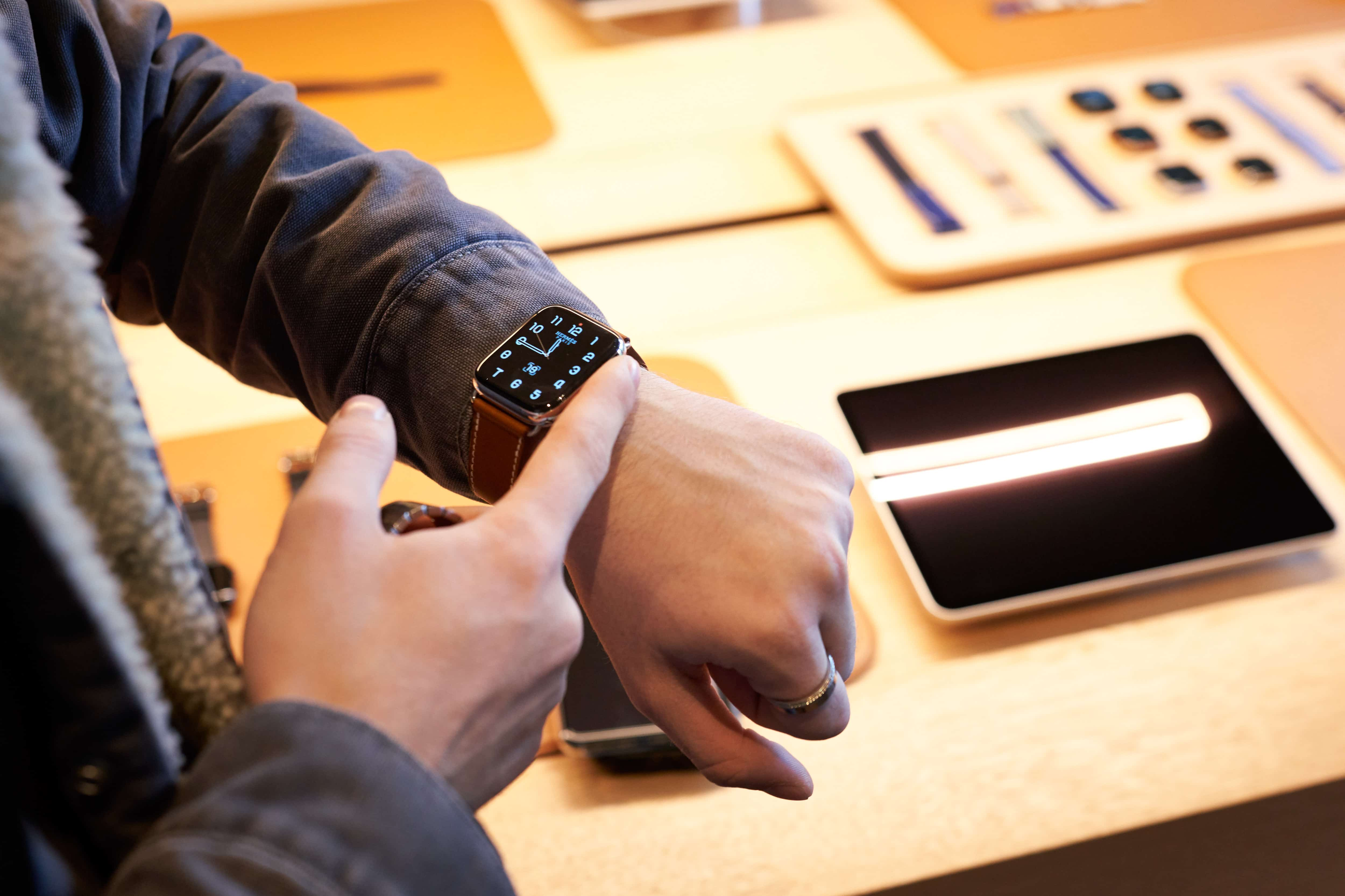 Apple Iphone 11 Pro Apple Watch 5 Availability Paris Customer Apple Watch 5 092019