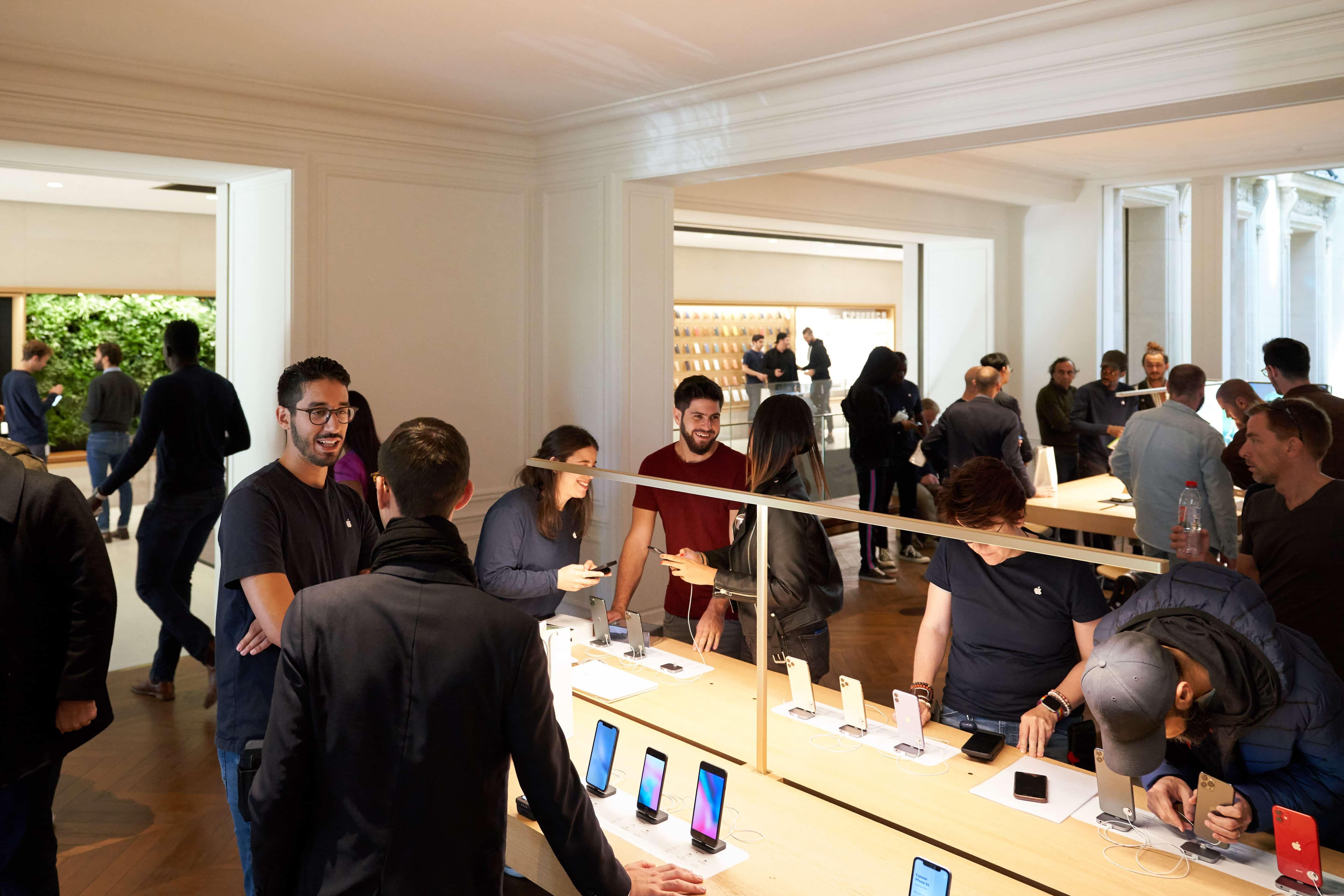 Apple Iphone 11 Pro Apple Watch 5 Availability Paris Customers Inside Champs Elysses 092019