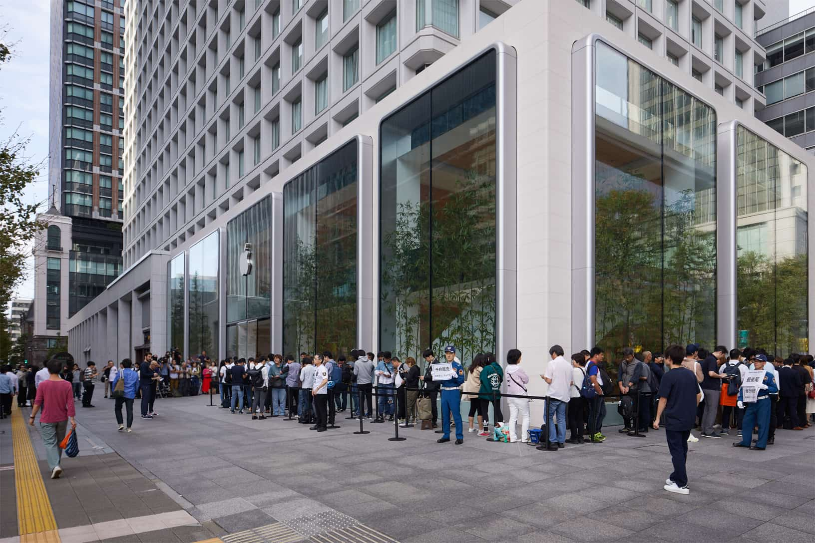 Apple Iphone 11 Pro Apple Watch 5 Availability Tokyo Outside Line 092019