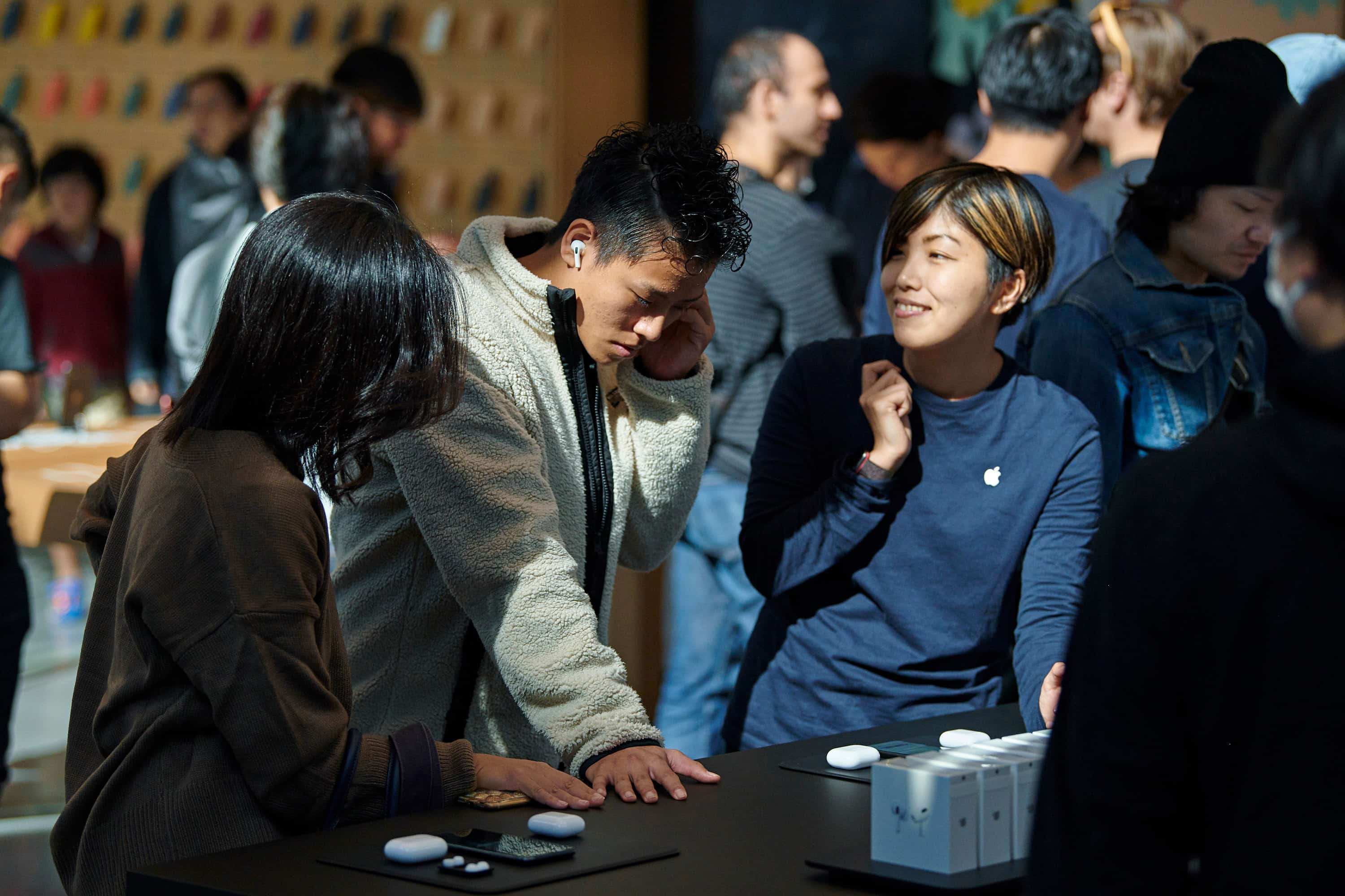 Apple Airpod Pro Launch Tokyo Guests With Team Member 10302019