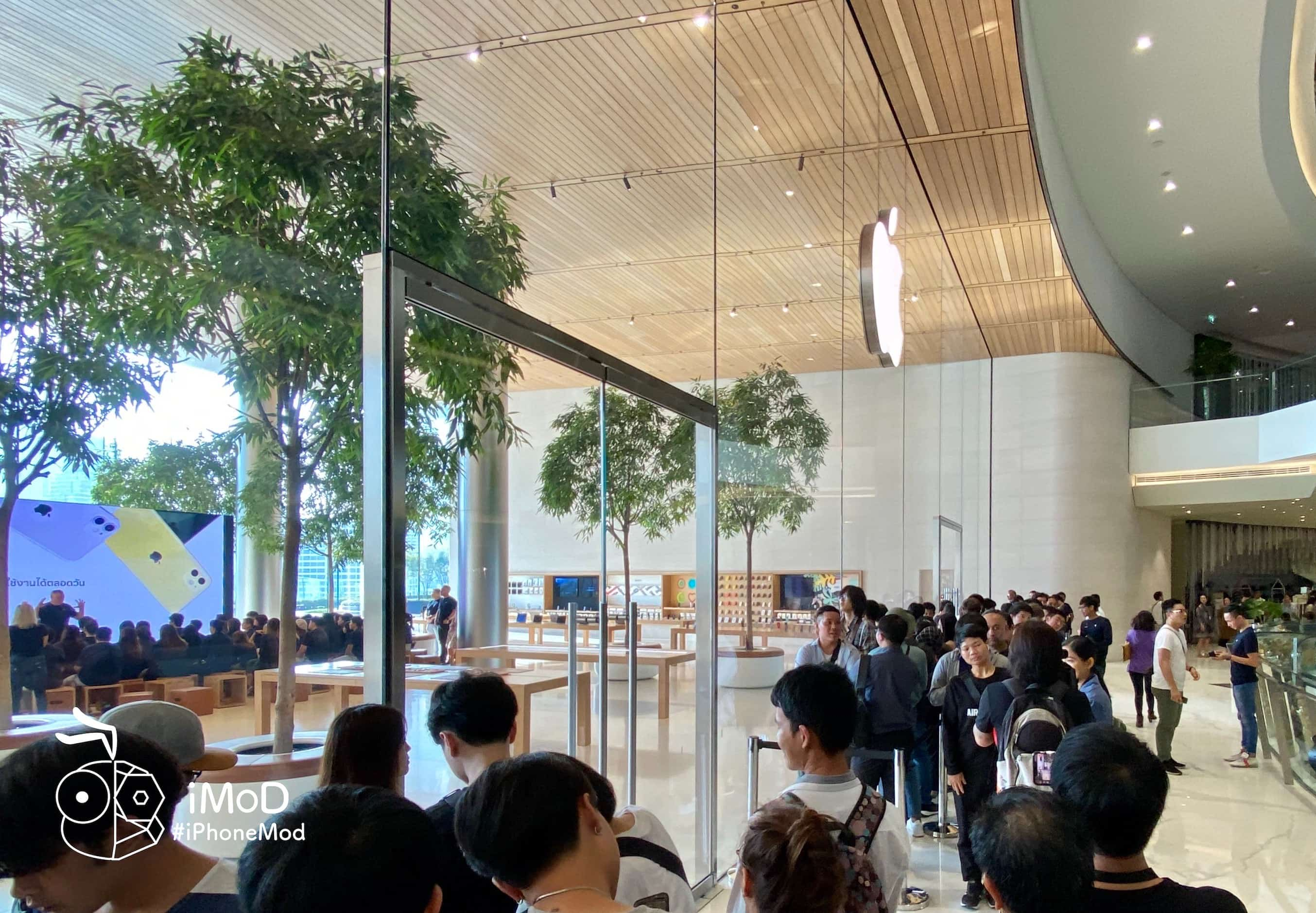 Apple Iconsiam Iphone 11 Released First Date Img 3
