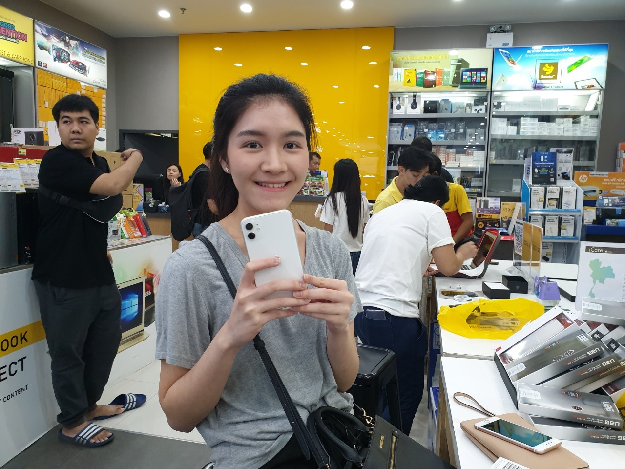 Iphone 11 First Released At Bnn Photo Img 26