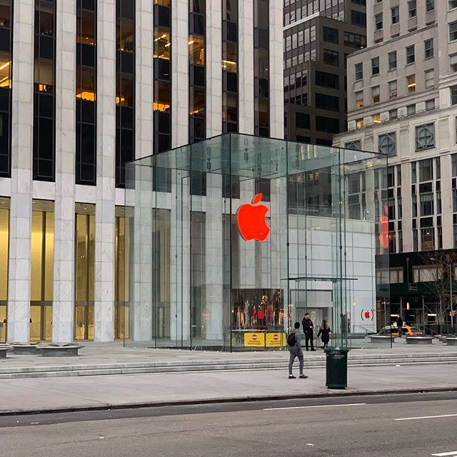 Apple Store Logo Red Aids 2019 Img 4