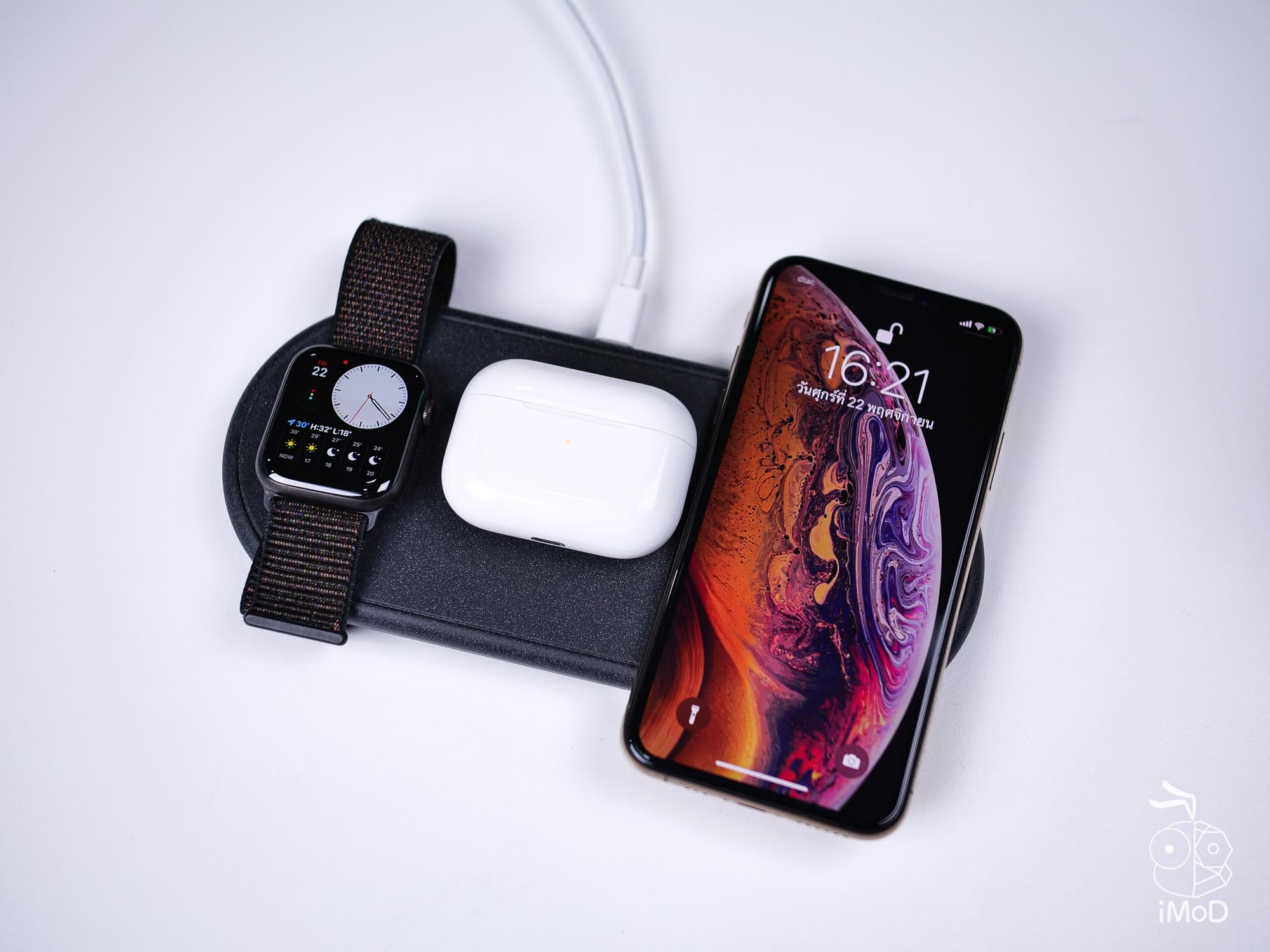Apple Watch Series 5 Airpods Pro Iphone Xs On Charging Pad 1014527