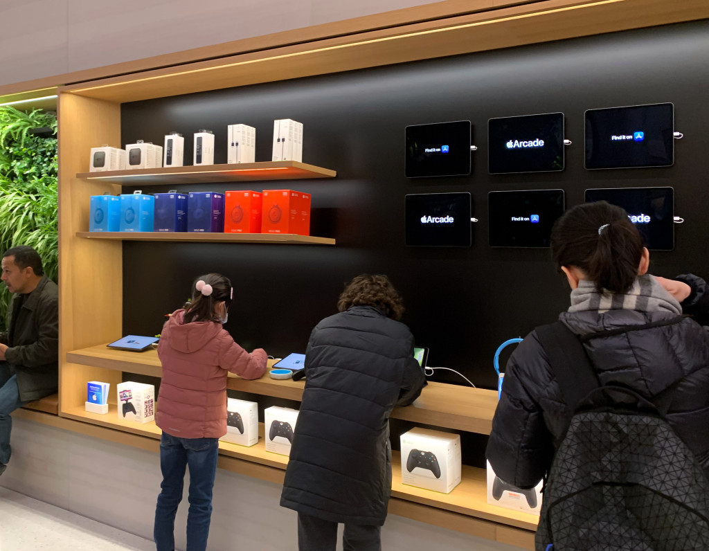 Apple Store Redesign Promote Apple Arcade Img 1