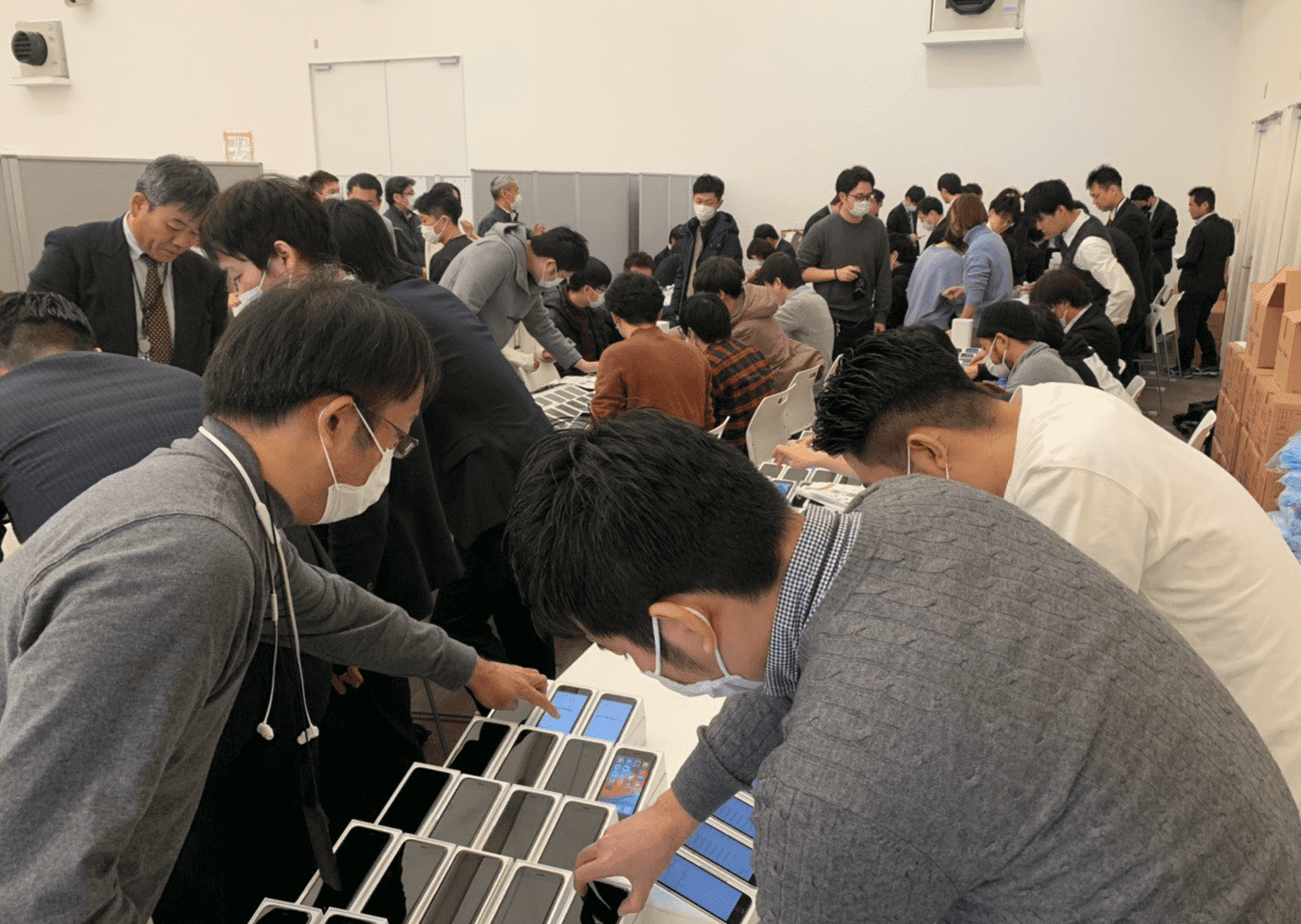 Japanese Ministry Of Health Treated 2000 Iphone Stuck On Board Img 2