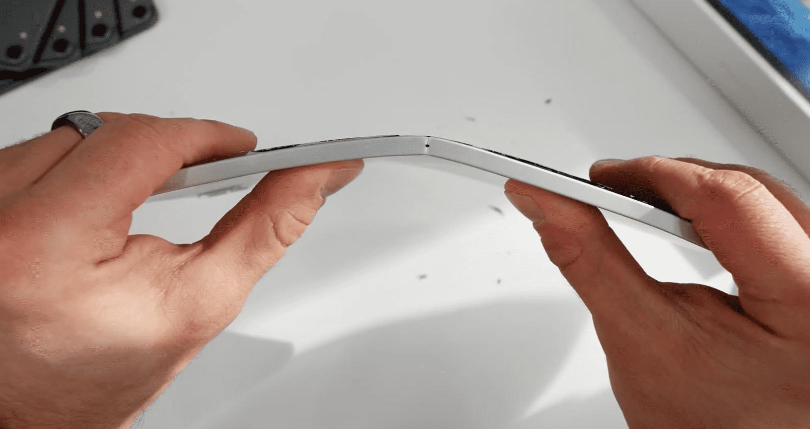 Ipad Pro 2020 Still Bend With Hand Img 4
